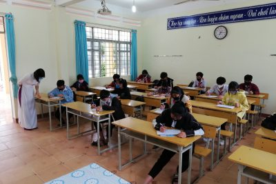 Học sinh đi học trở lại sau kỳ nghỉ phòng chống dịch
